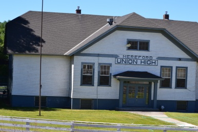 DSC_0062Old Building, now the high school in Hereford, OR, Hwy 7.JPG