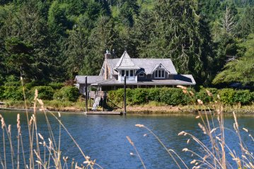DSC_0034A Home on the Siletz River