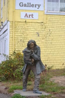 DSC_0001 (2)Statue in Gardiner OR along 101
