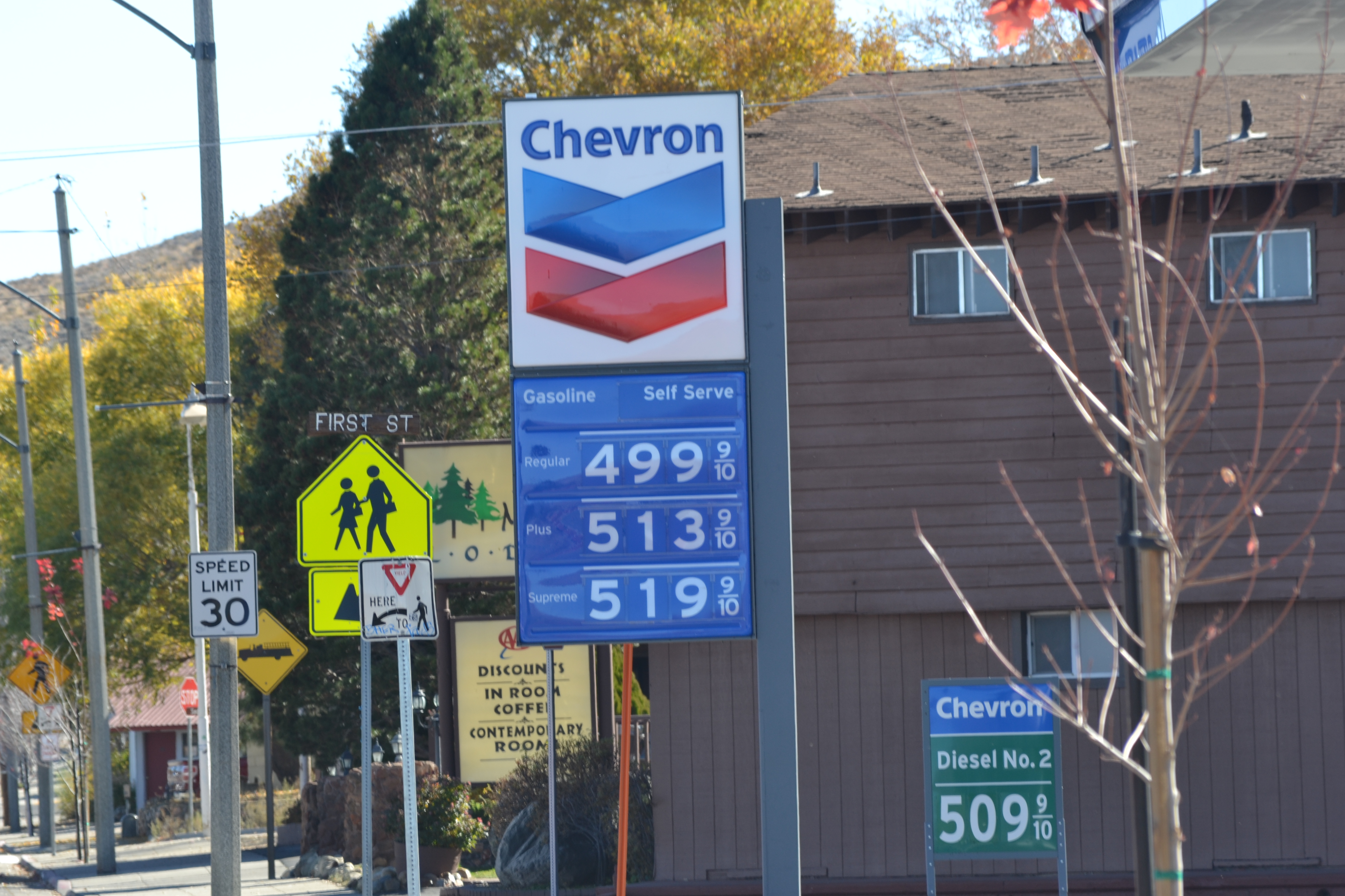 Lee Vining CA fuel prices